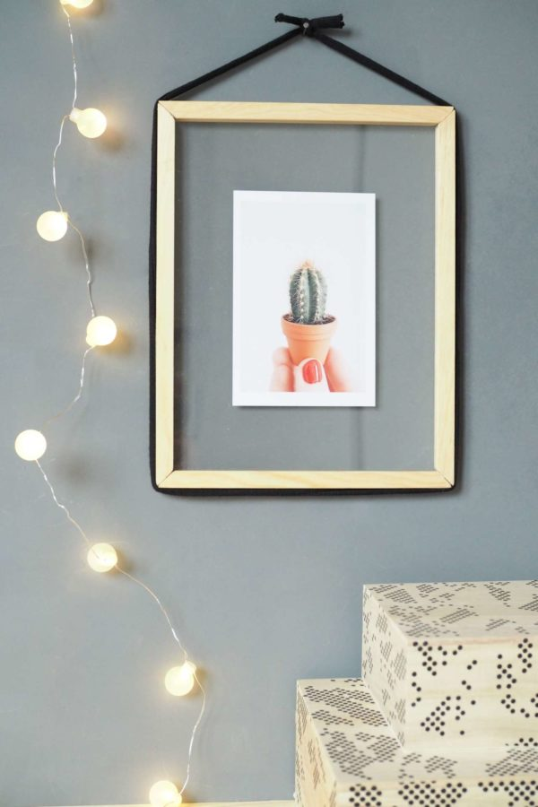 20 Easy DIY Picture Frame Tutorials for Your Next Project - How to make a #DIY Transparent Picture Frame #homedecor