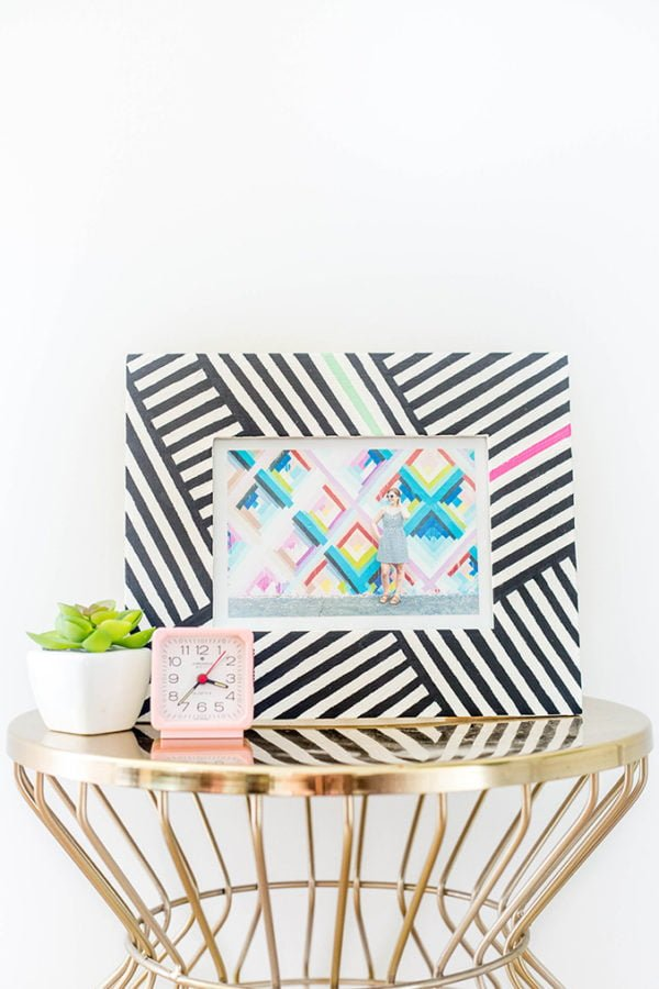 20 Easy DIY Picture Frame Tutorials for Your Next Project - How to make a #DIY Tribal Picture Frame #homedecor