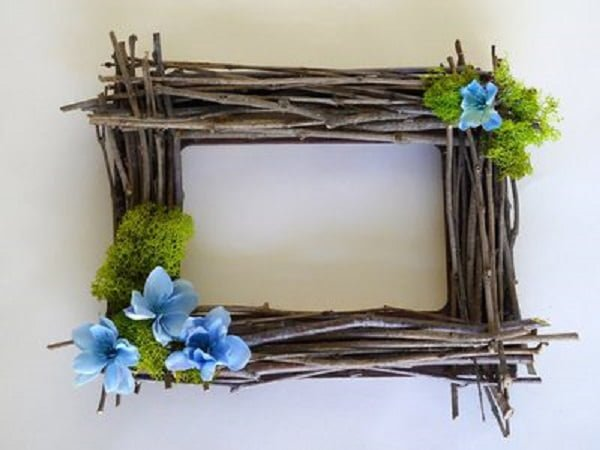 20 Easy DIY Picture Frame Tutorials for Your Next Project - How to make a #DIY Twig Picture Frame #homedecor