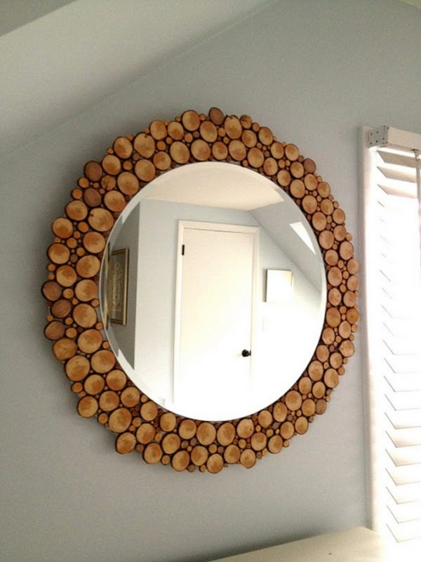 50 Fab DIY Mirror Frames You Can Easily Make Yourself - How to make a DIY wood slice mirror #DIY #homedecor