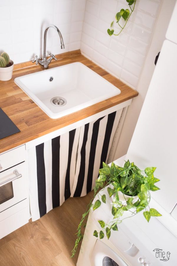 How to make #DIY Striped Sink Curtains #homedecor