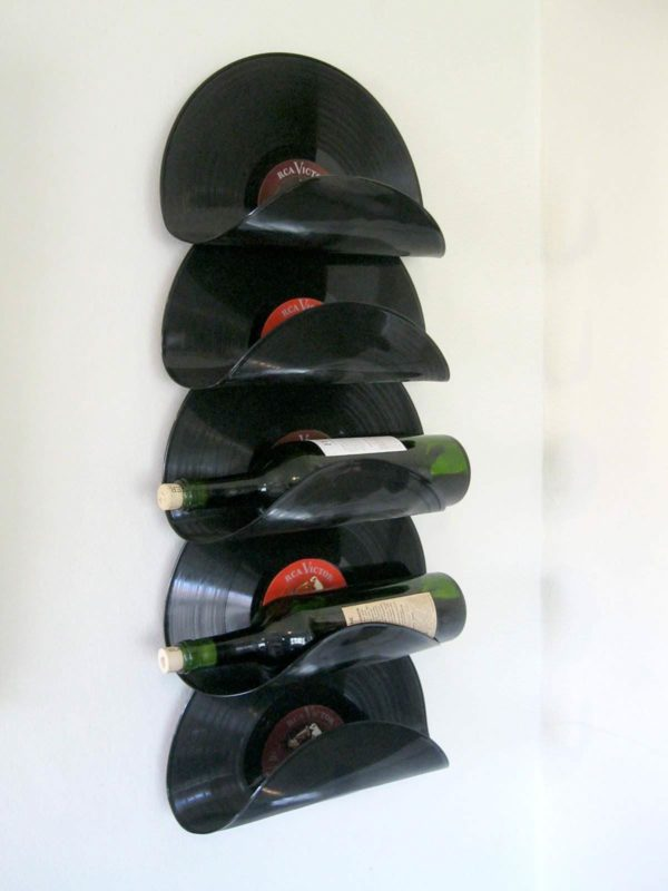 How to make a #DIY Wine Rack from upcycled vinyl records #homedecor