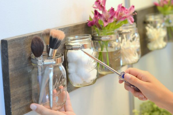 How to make a inspiring DIY mason jar makeup organizer