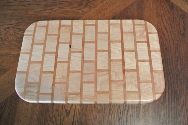How to make a brick-inspired DIY cutting board #DIY #homedecor