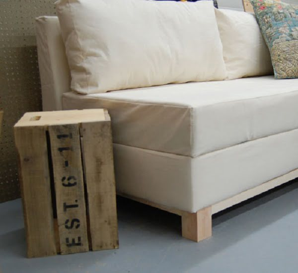 How to build a #DIY couch with storage #homedecor