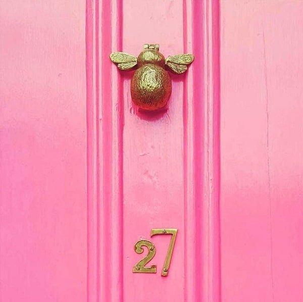 Bumblebee front door decor idea #homedecor