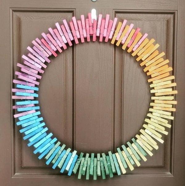 Clothespins wreath front decor idea #homedecor
