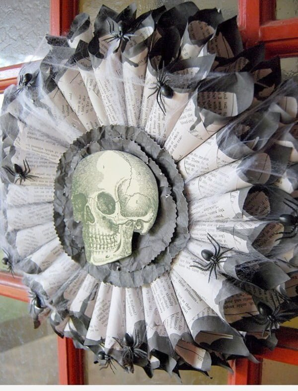 How to make a #DIY book page #Halloween wreath #homedecor