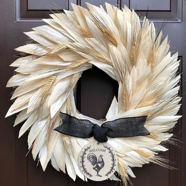 Crop wreath front door decor idea