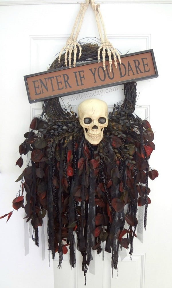 How to make a  spooky skull  wreath