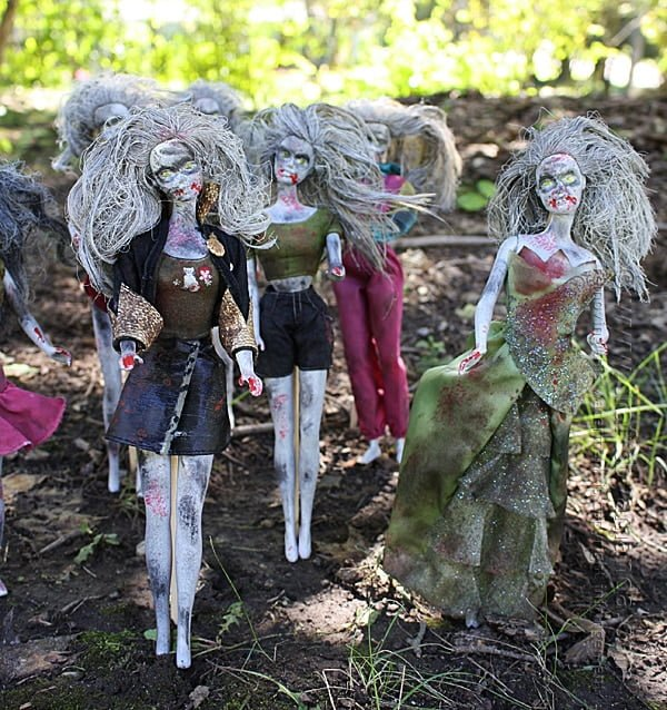 How to make #DIY Halloween Barbie zombies #homedecor