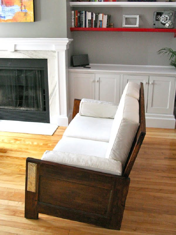 How to build a #DIY couch from old doors #homedecor