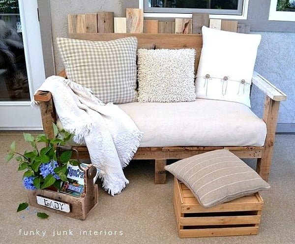 How to build a #DIY pallet couch #homedecor