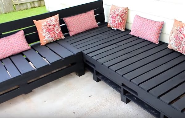 How to build a #DIY pallet sectional sofa #homedecor