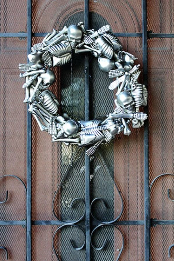 How to make a  skeleton  wreath