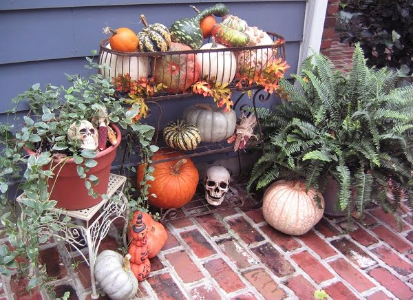 Pumpkin rack outdoor  decoration idea