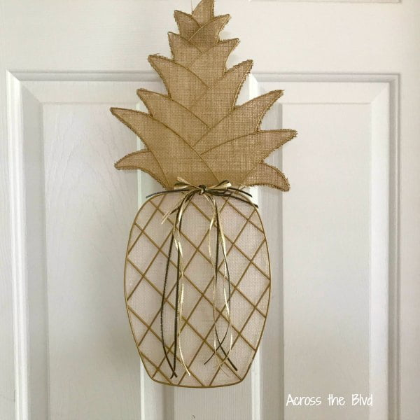 Pineapple wreath front door decor idea
