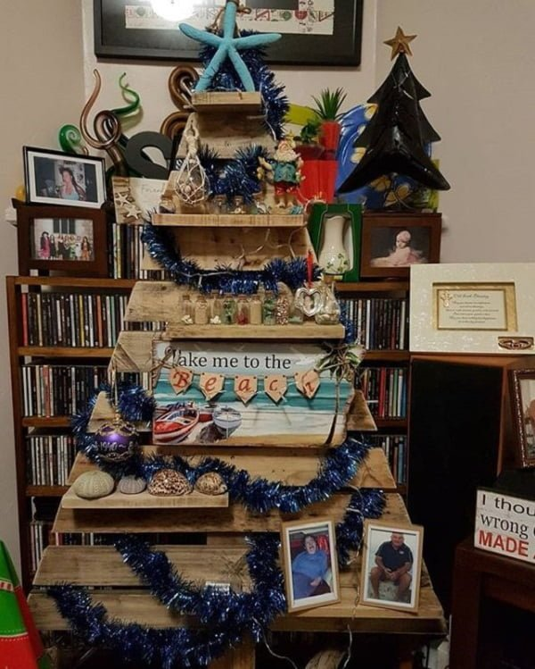 Coastal beach theme #pallet #Christmas tree #homedecor