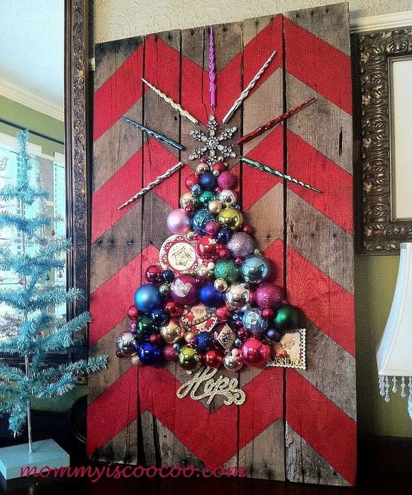 Chevron ornament pallet #Christmas tree #homedecor