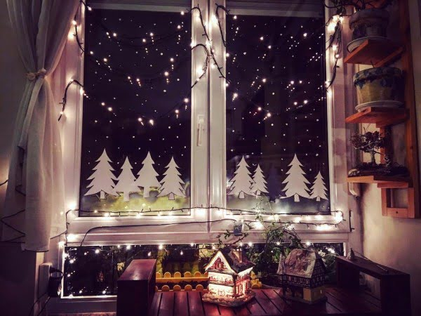 Vinyl and string light #Christmas window decoration #homedecor