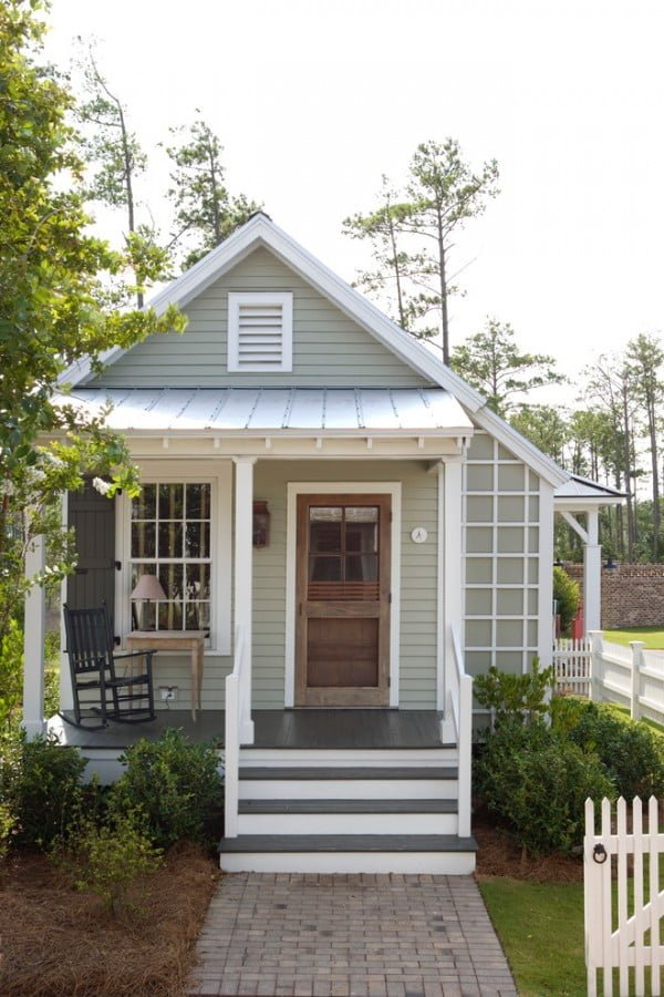 Cool farmhouse style house