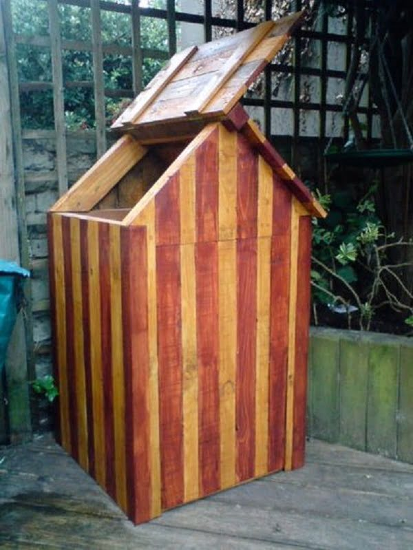 How to build a #DIY beach hut compost bin #gardening
