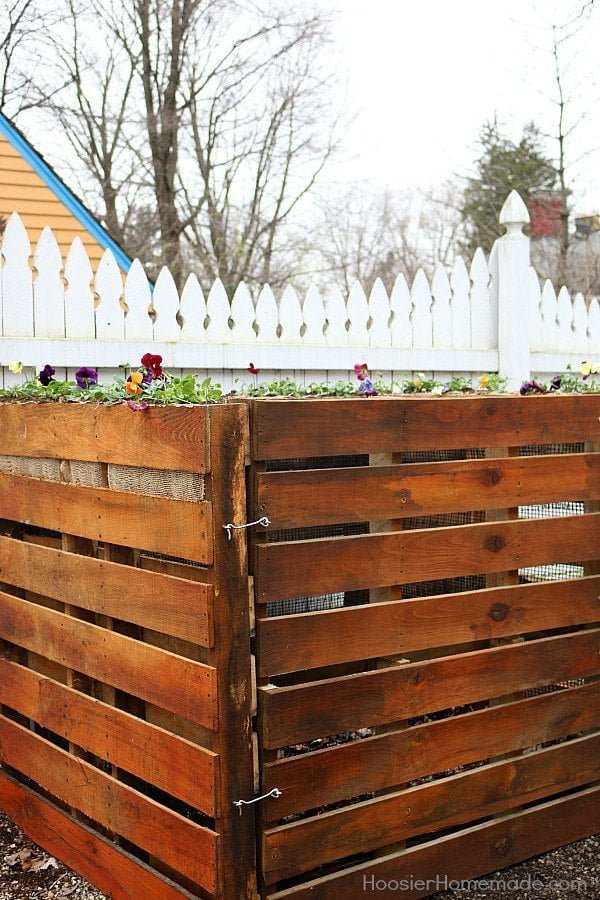 How to build a #DIY pallet wood compost bin #gardening