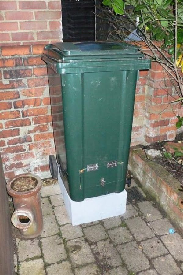 How to make a #DIY wheely compost bin #gardening