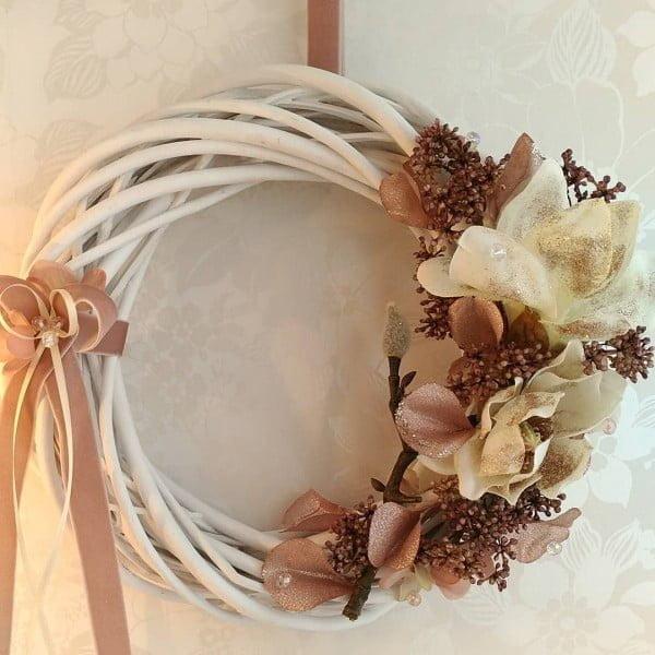 Rustic Magnolia Floral Wreath Idea #wreaths