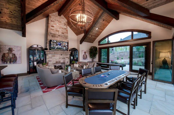 Rustic Farmhouse Game Room Idea #homedecor