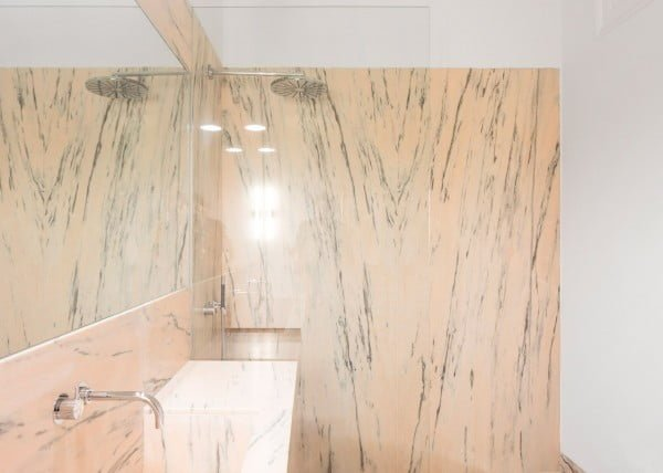 Marble Accents in Minimalist Apartment Decor