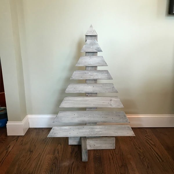 Whitewashed pallet  tree
