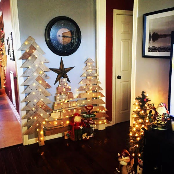 Lighted pallet #Christmas trees #homedecor