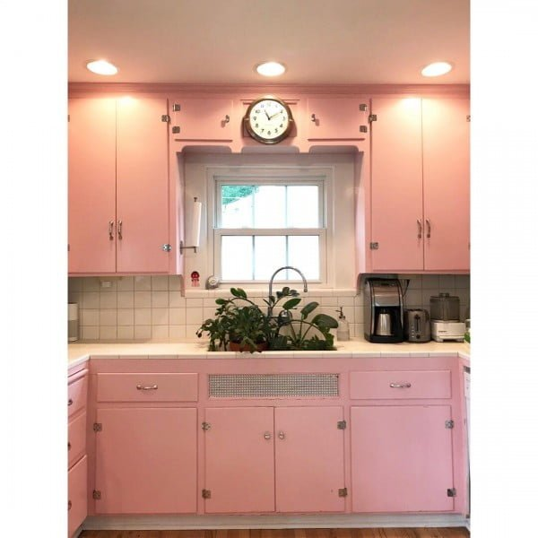 Pink Retro Kitchen #kitchendesign