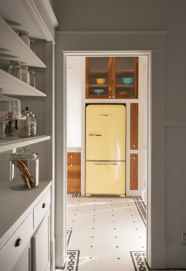 Accent Fridge in Retro Kitchen #kitchendesign