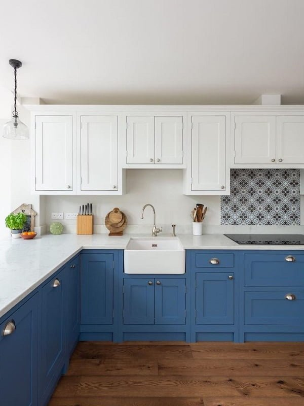 Two tone shaker cabinets
