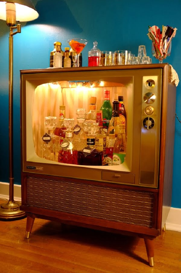 Vintage TV Home Bar Idea