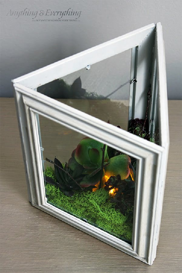 #DIY Faux Succulent Terrarium from Picture Frames #homedecor