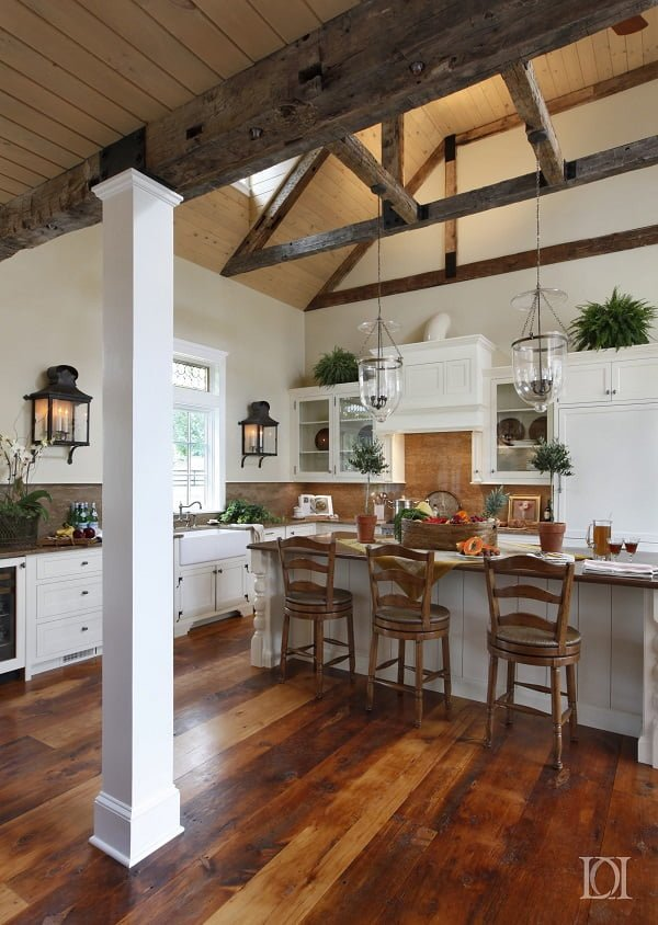 Farmhouse Kitchen with White Shaker Cabinets #kitchendesign