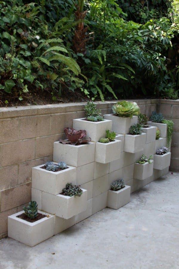 Cinder Block Succulent Garden #gardendesign