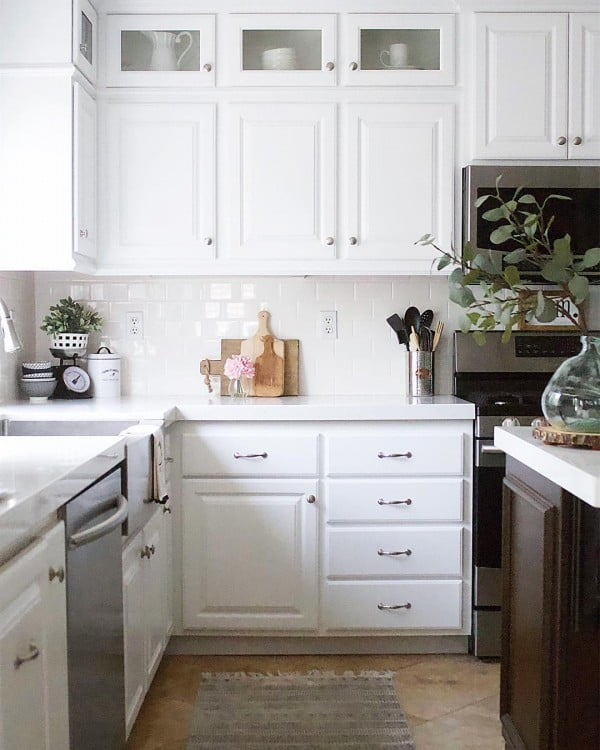 White Kitchen Cabinets with Subway Tile Backsplash #kitchendesign