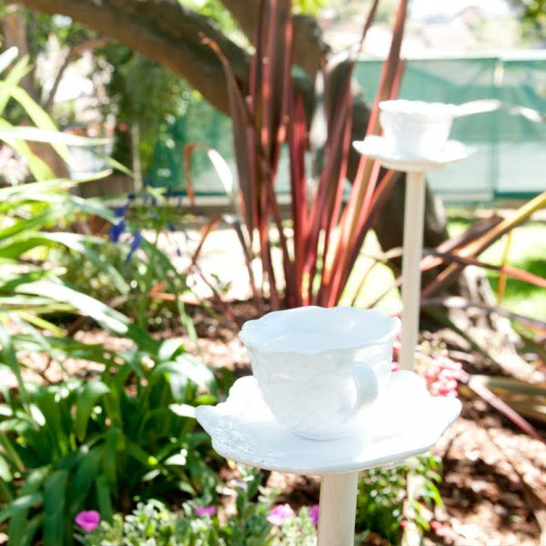 DIY Teacup Birdbath #DIY #garden #backyard