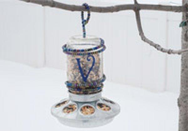 Make a Mason jar bird feeder