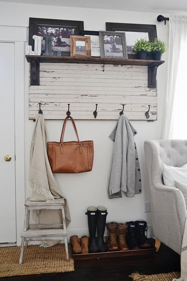 DIY Rustic Entryway Coat Rack #DIY #organization #homedecor