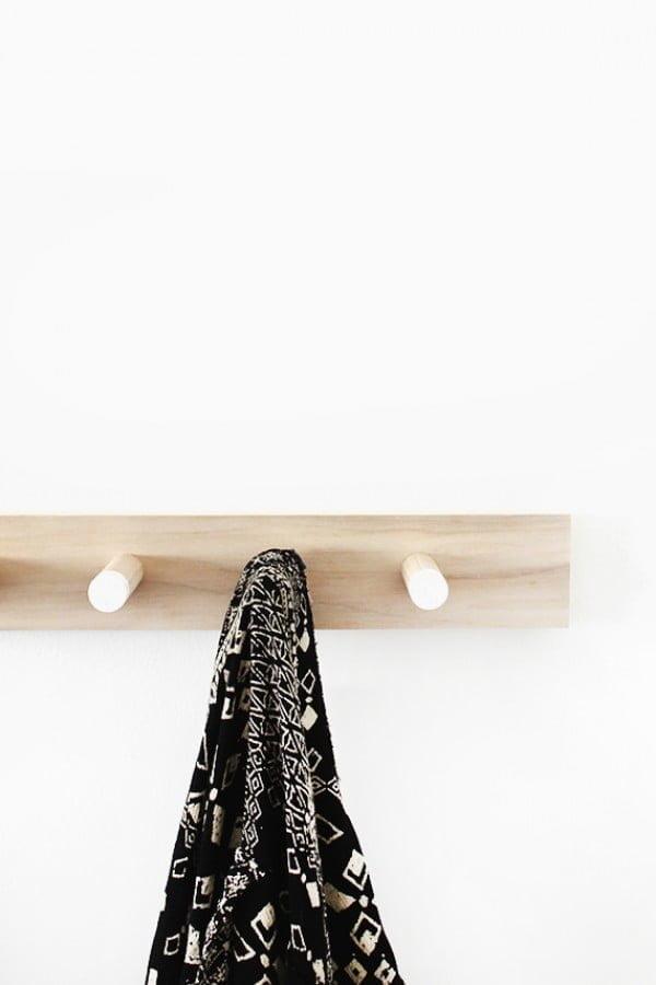 diy simple wood coat rack #DIY #homedecor #organization