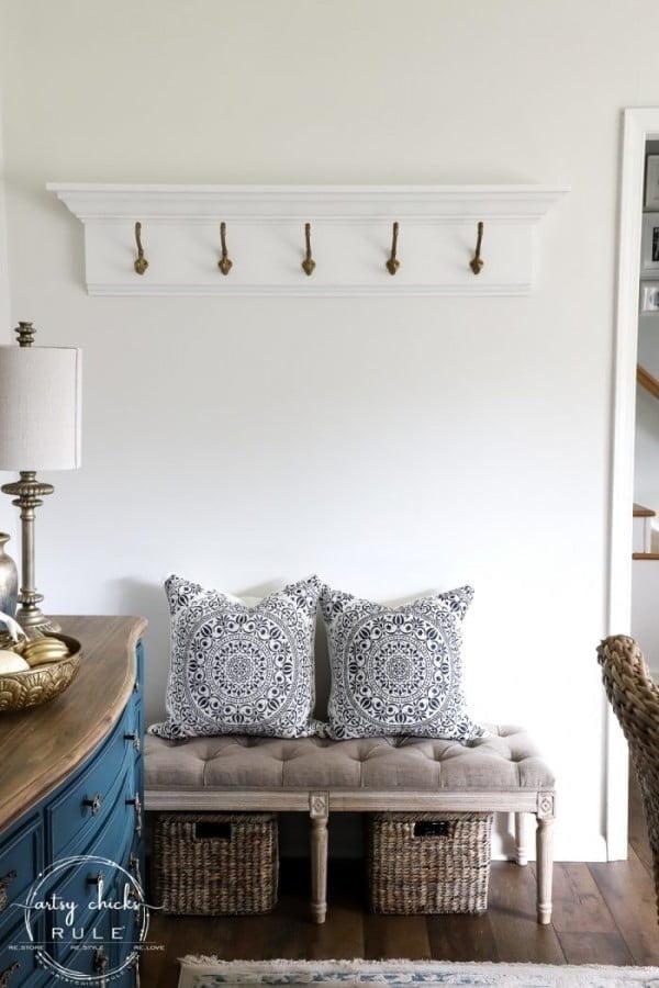 How To Build A DIY Coat Rack (wall mounted) #DIY #homedecor #organization