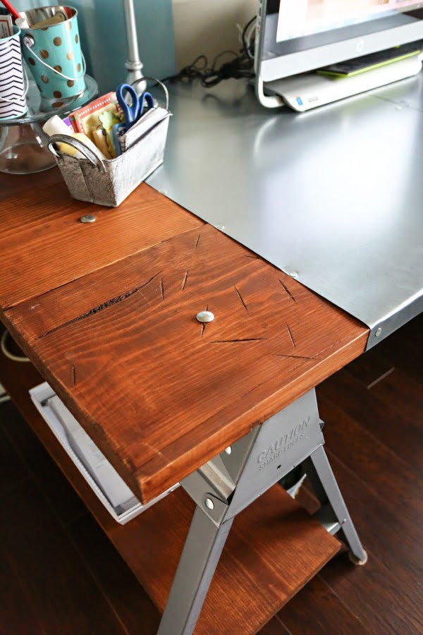 Industrial Sawhorse Desk #DIY #homedecor #furniture
