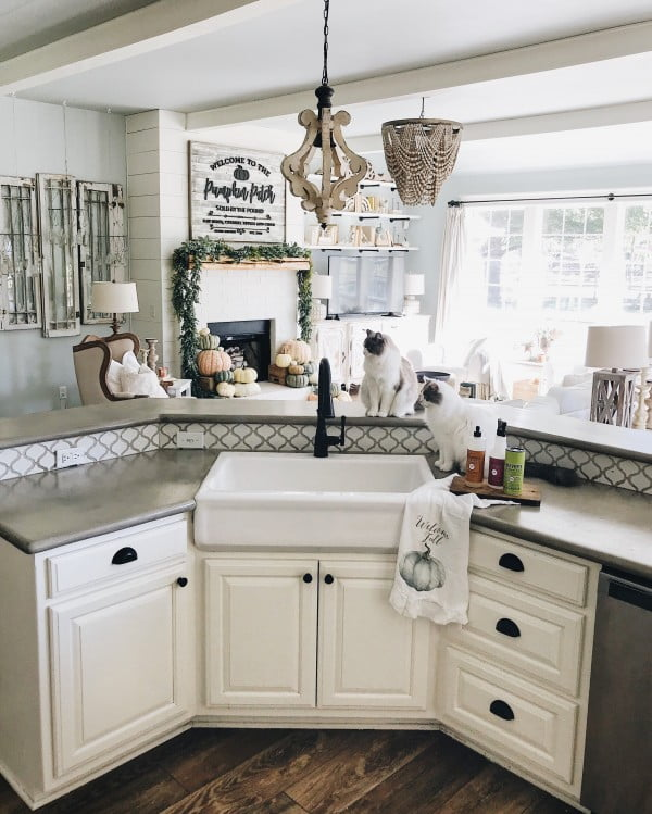 DIY Concrete Counters and Faux Farm Sink #DIY #kitchendesign #homedecor