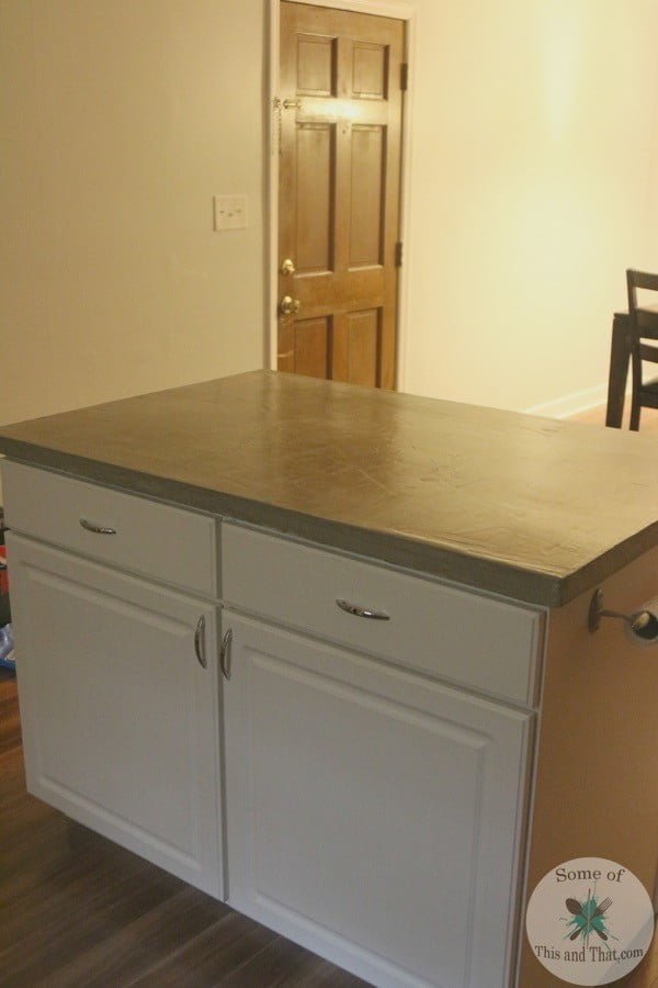 DIY Concrete Countertops Using Self Leveling Cement! #DIY #kitchendesign #homedecor