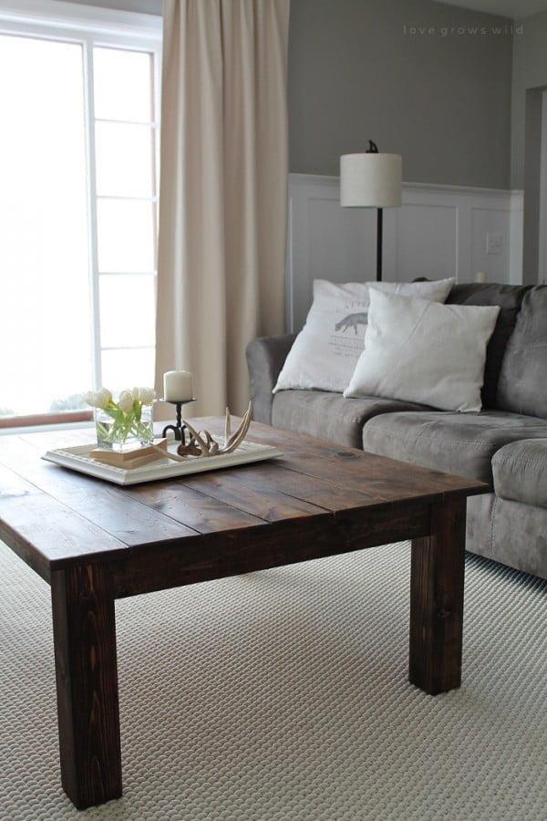 DIY Farmhouse Coffee Table #DIY #farmhouse #homedecor